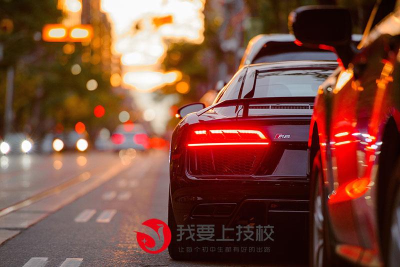山东万通汽车学院靠谱吗?学校位于山东省济南市,是一所专业的汽车类职业学校。
